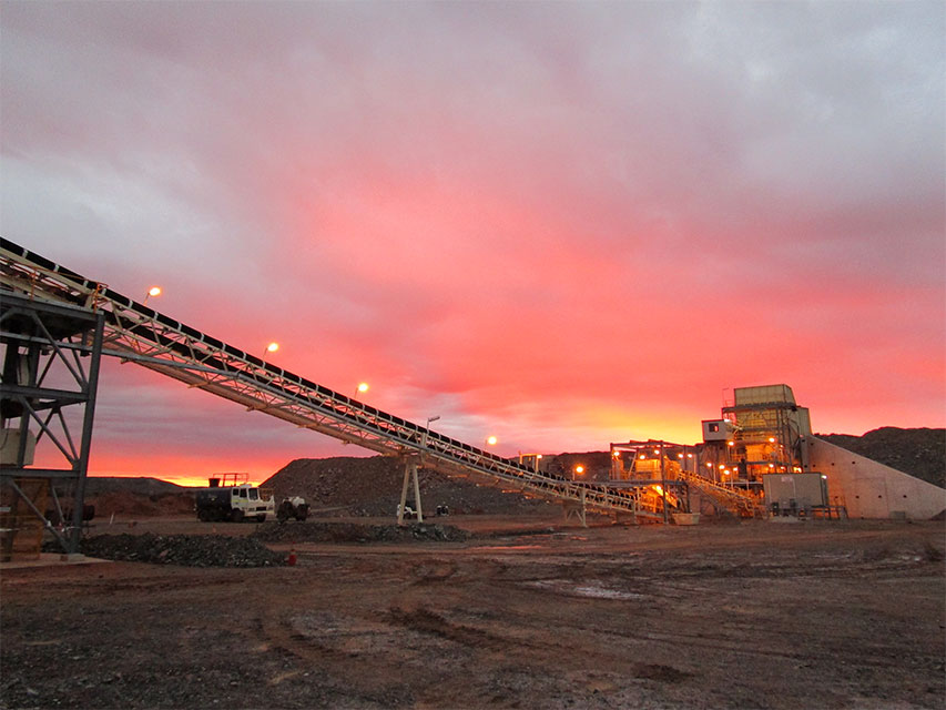 Mt Morgans conveyor with pink sky sunset